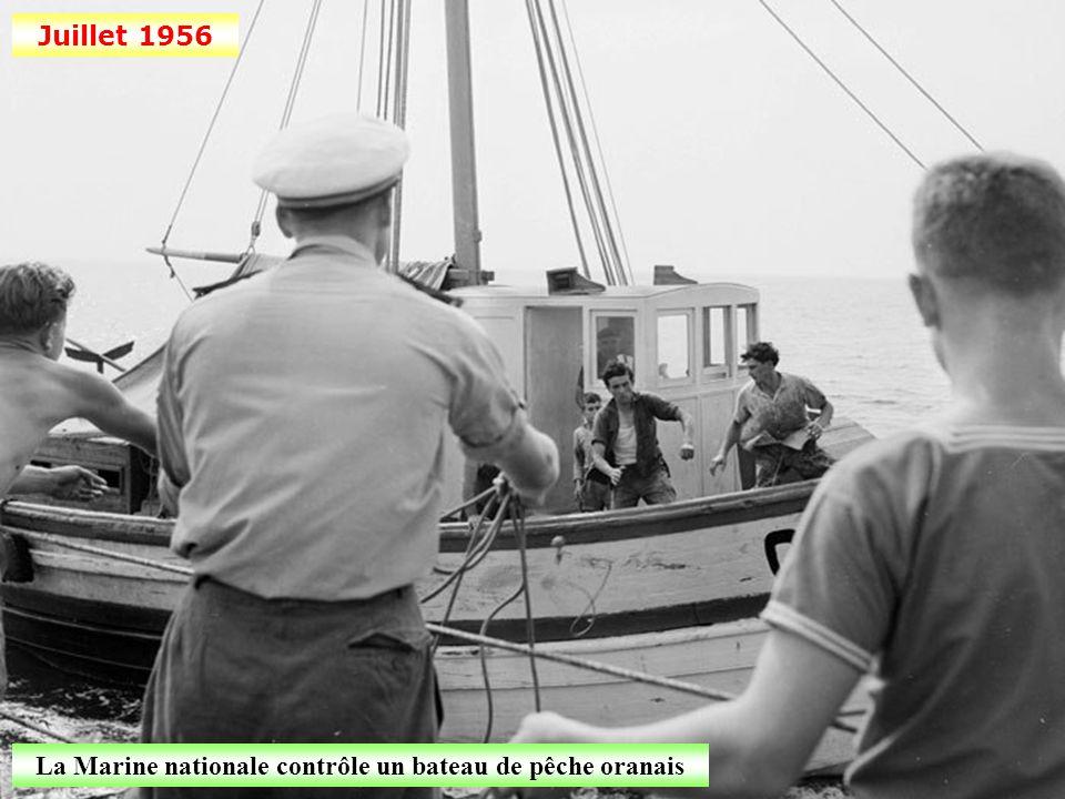 La Marine nationale contrôle un bateau de pêche oranais