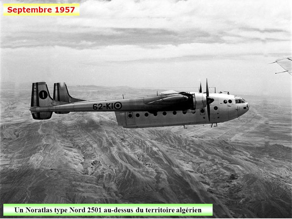 Un Noratlas type Nord 2501 au-dessus du territoire algérien