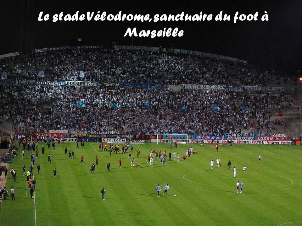 Le stade Vélodrome, sanctuaire du foot à Marseille