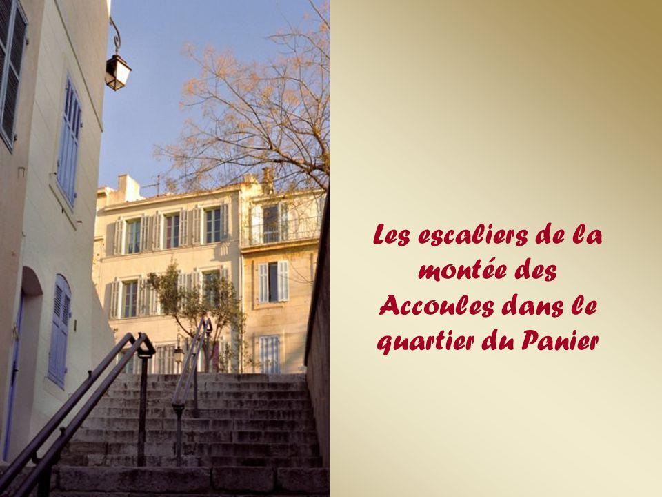 Les escaliers de la montée des Accoules dans le quartier du Panier