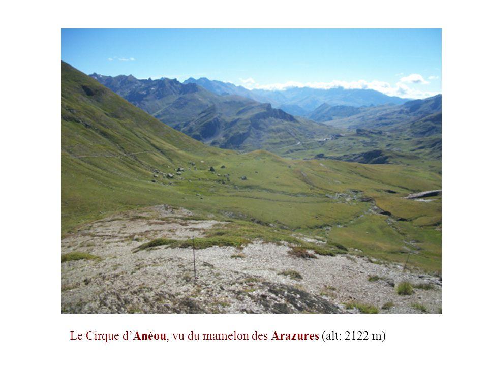 Le Cirque d'Anéou, vu du mamelon des Arazures (alt: 2122 m)