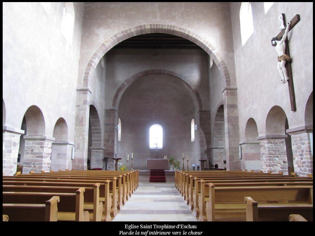 Eglise Saint Trophime d Eschau Vue de la nef intérieure vers le chœur