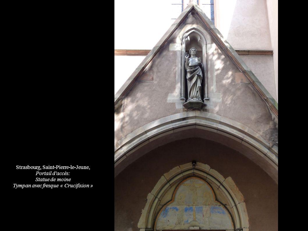 Strasbourg, Saint-Pierre-le-Jeune, Portail d accès: Statue de moine