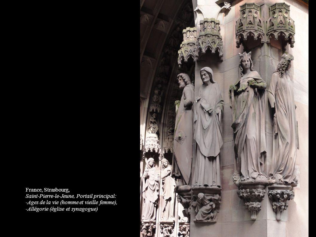 France, Strasbourg, Saint-Pierre-le-Jeune, Portail principal: -Ages de la vie (homme et vieille femme),