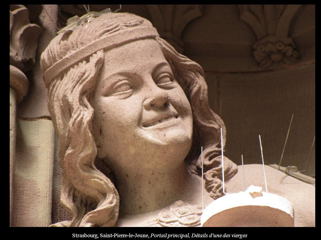 Strasbourg, Saint-Pierre-le-Jeune, Portail principal, Détails d une des vierges