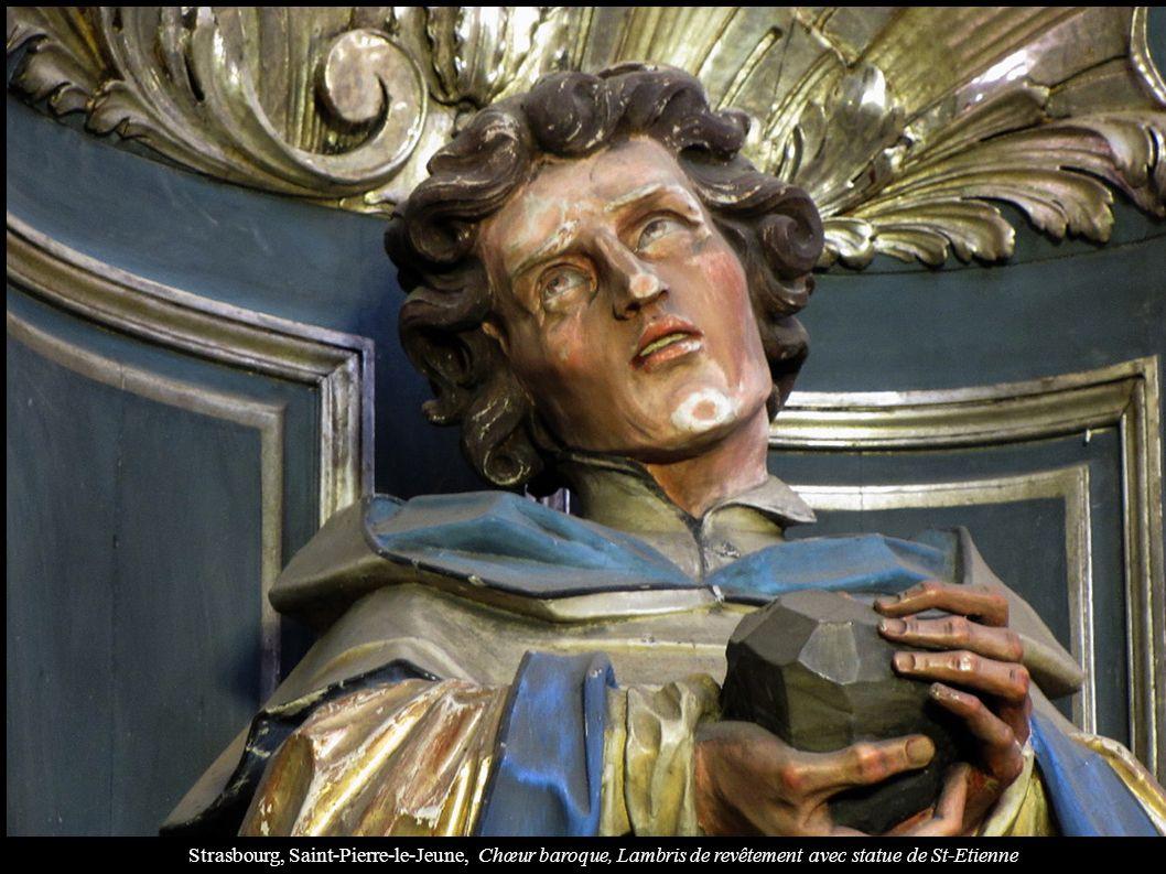 Strasbourg, Saint-Pierre-le-Jeune, Chœur baroque, Lambris de revêtement avec statue de St-Etienne