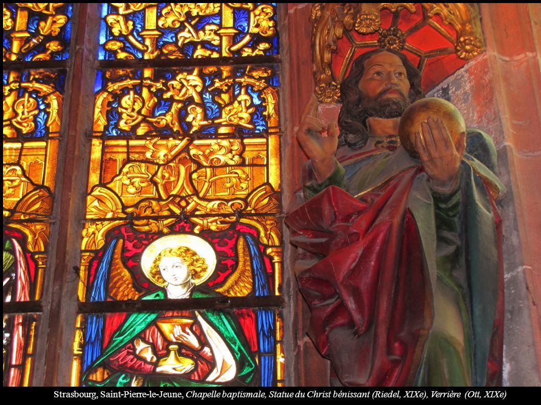 Strasbourg, Saint-Pierre-le-Jeune, Chapelle baptismale, Statue du Christ bénissant (Riedel, XIXe), Verrière (Ott, XIXe)