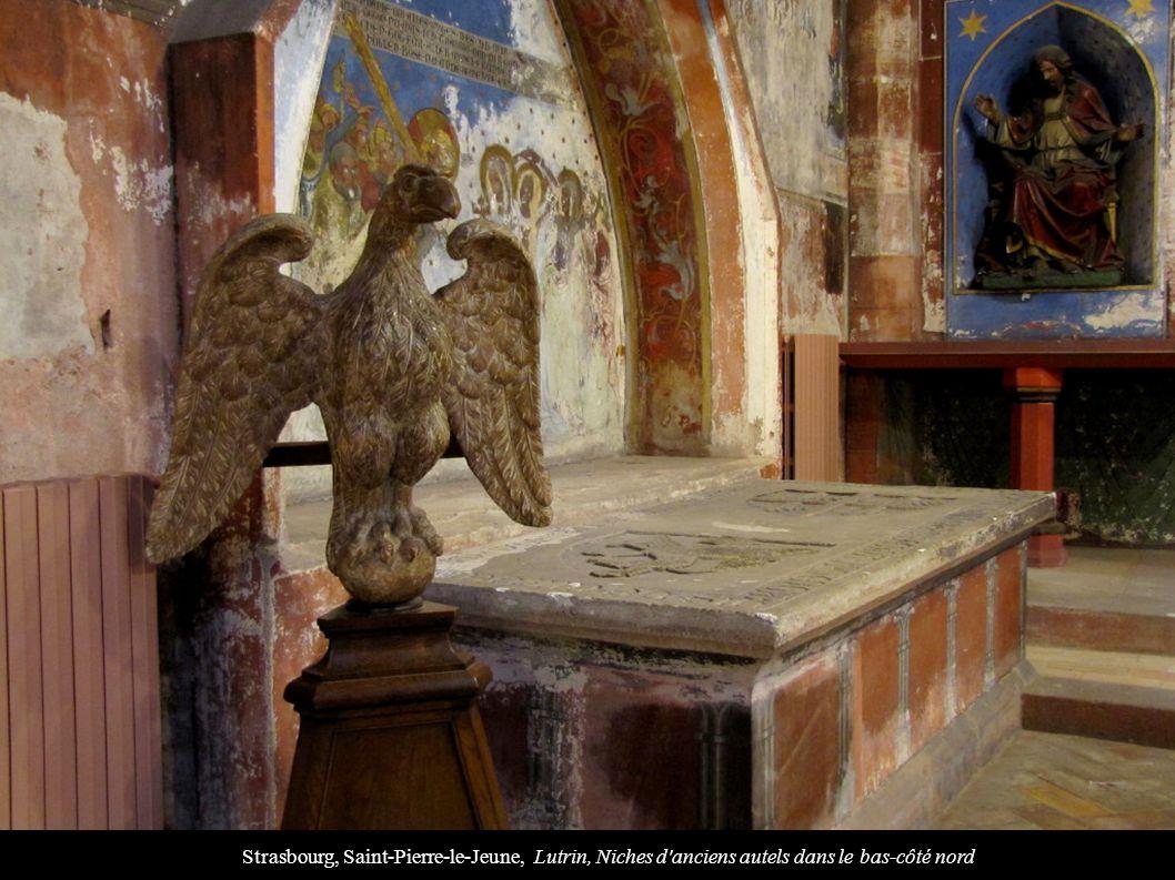 Strasbourg, Saint-Pierre-le-Jeune, Lutrin, Niches d anciens autels dans le bas-côté nord