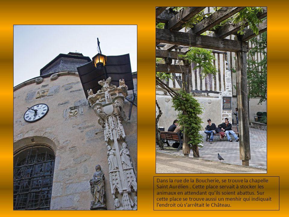 Dans la rue de la Boucherie, se trouve la chapelle Saint Aurélien