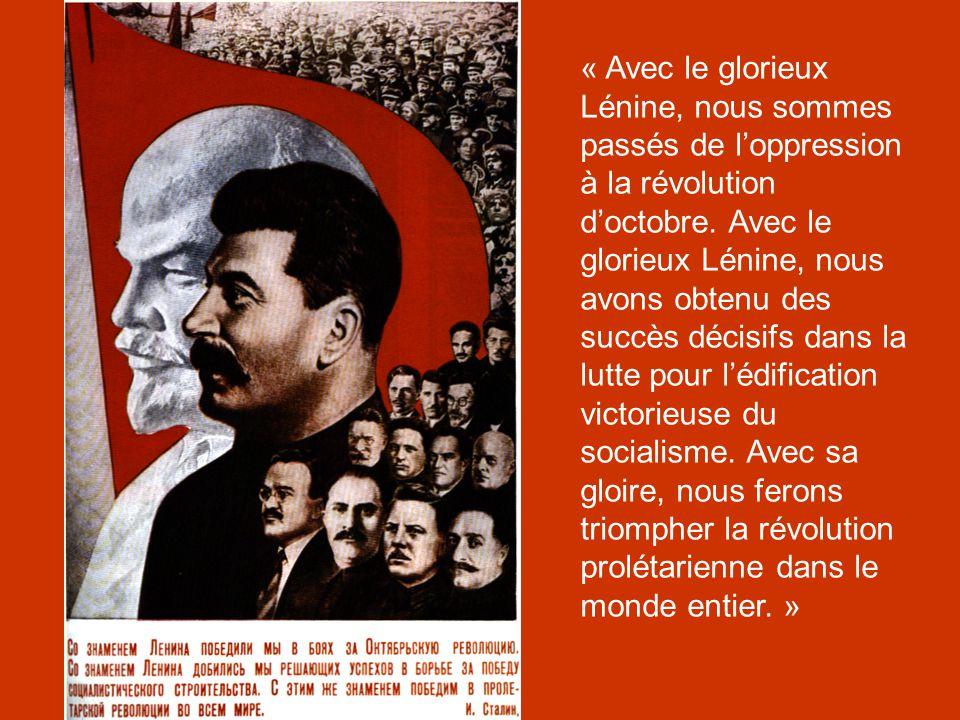 « Avec le glorieux Lénine, nous sommes passés de l'oppression à la révolution d'octobre.