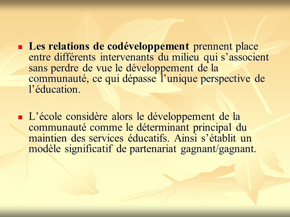 Les relations de codéveloppement prennent place entre différents intervenants du milieu qui s'associent sans perdre de vue le développement de la communauté, ce qui dépasse l'unique perspective de l'éducation.