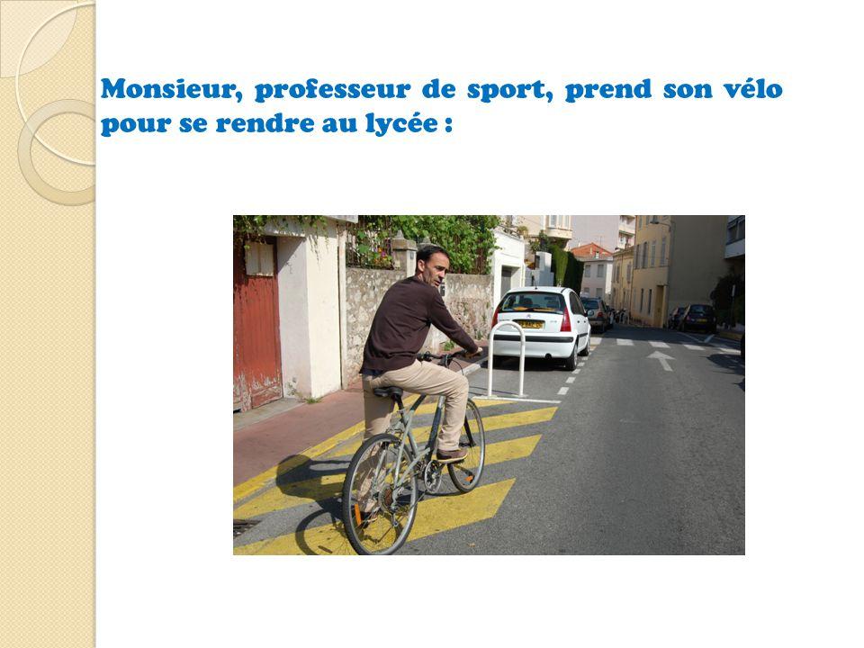 Monsieur, professeur de sport, prend son vélo pour se rendre au lycée :