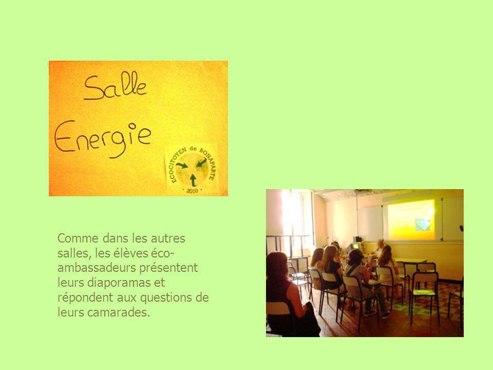 Comme dans les autres salles, les élèves éco-ambassadeurs présentent leurs diaporamas et répondent aux questions de leurs camarades.
