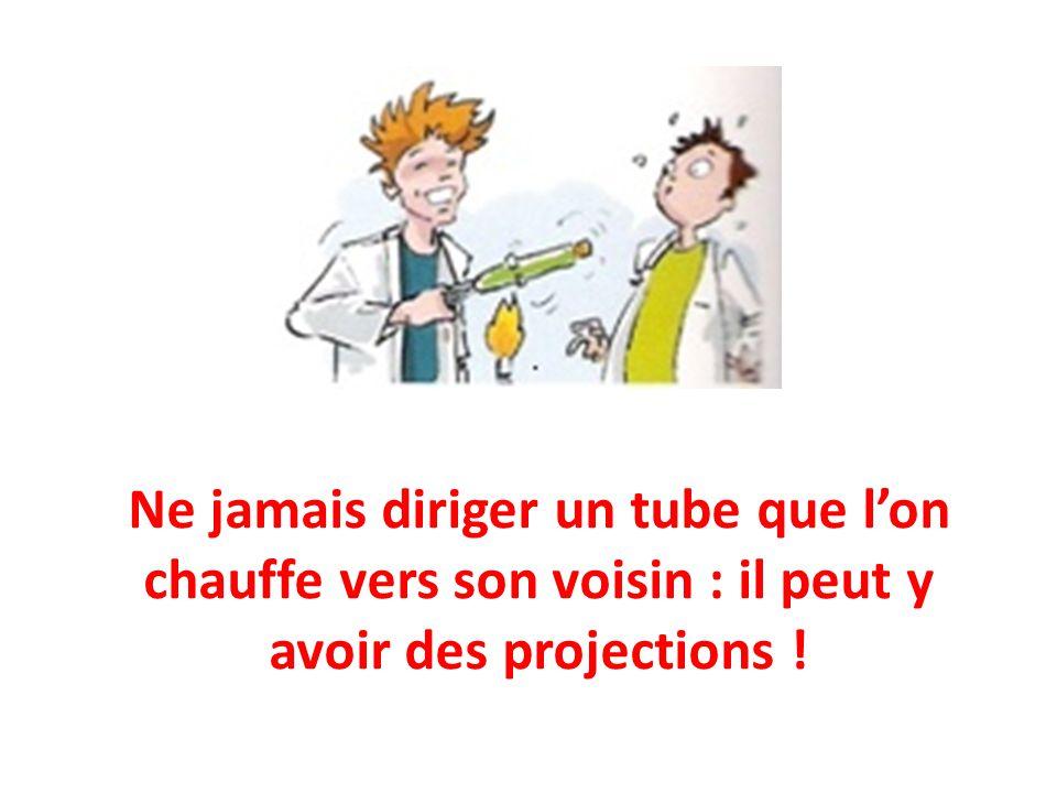 Ne jamais diriger un tube que l'on chauffe vers son voisin : il peut y avoir des projections !