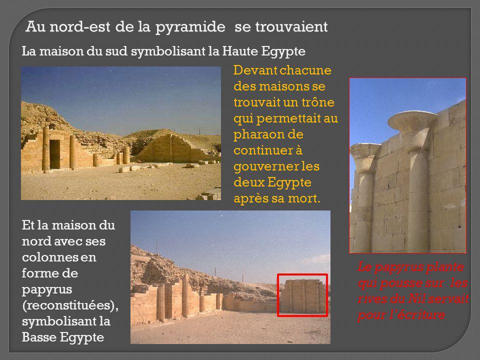 Au nord-est de la pyramide se trouvaient