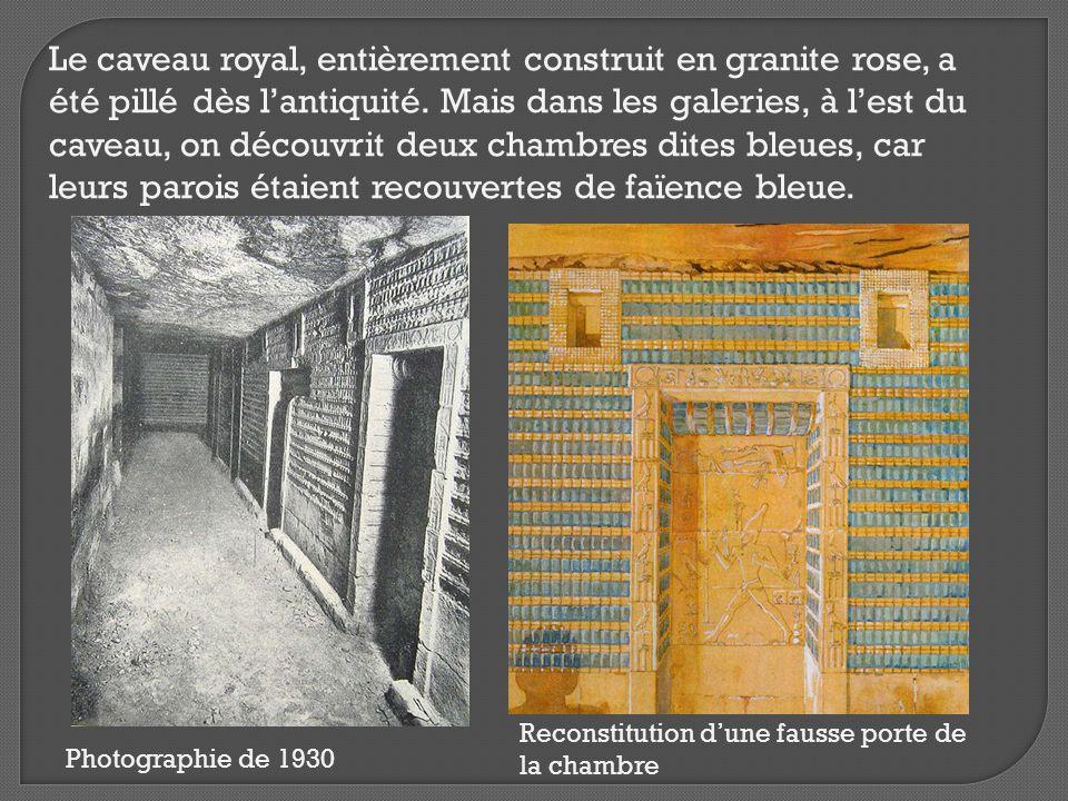 Le caveau royal, entièrement construit en granite rose, a été pillé dès l'antiquité. Mais dans les galeries, à l'est du caveau, on découvrit deux chambres dites bleues, car leurs parois étaient recouvertes de faïence bleue.