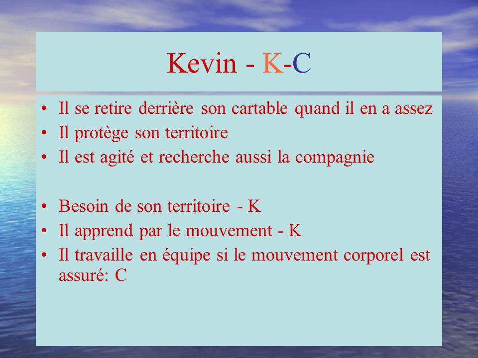 Kevin - K-C Il se retire derrière son cartable quand il en a assez