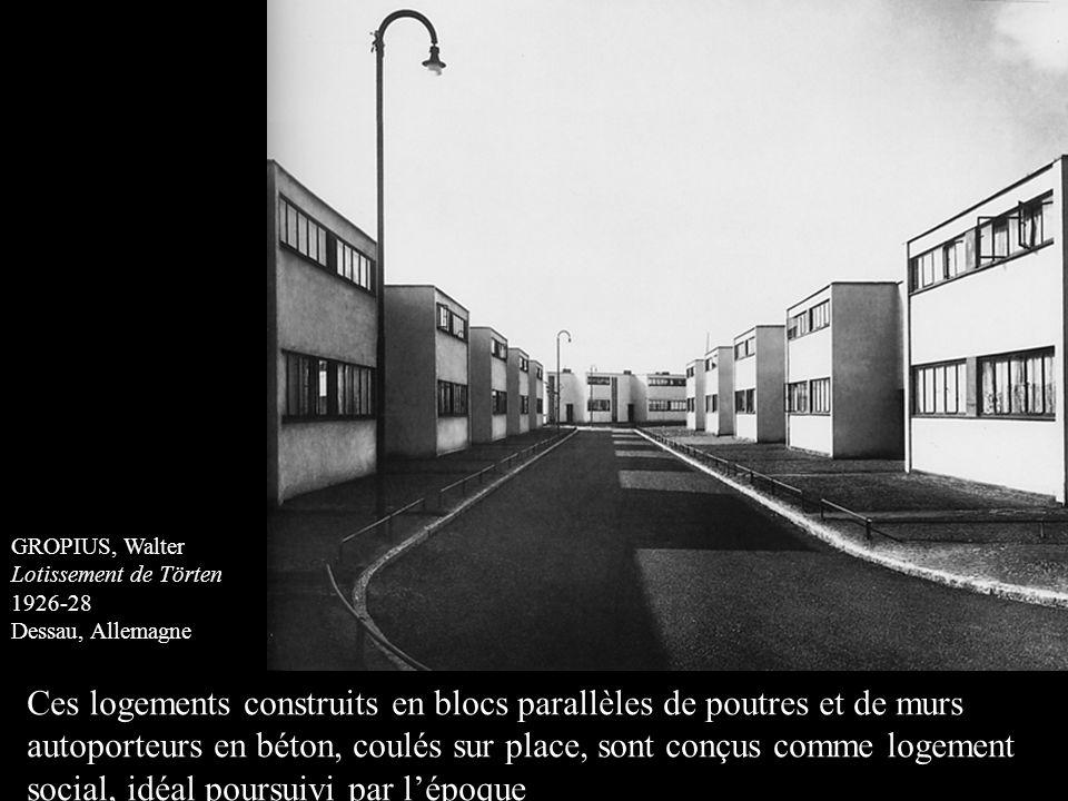 Ces logements construits en blocs parallèles de poutres et de murs