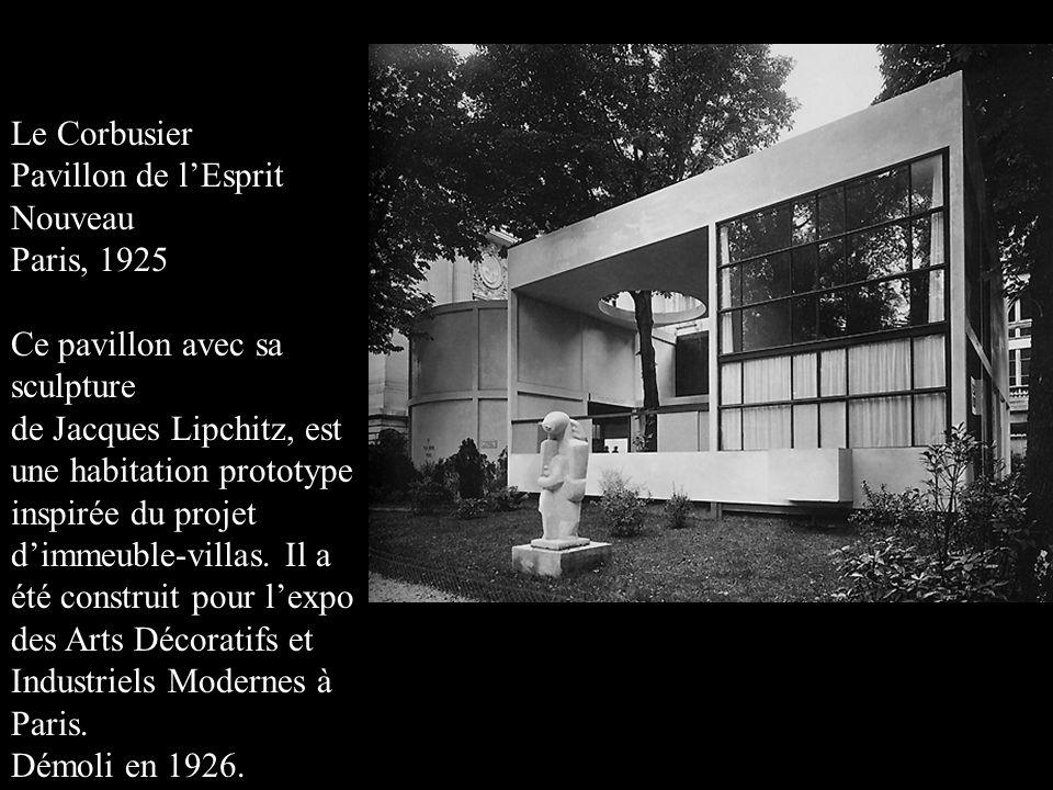 Le Corbusier Pavillon de l'Esprit. Nouveau. Paris, 1925. Ce pavillon avec sa sculpture. de Jacques Lipchitz, est.