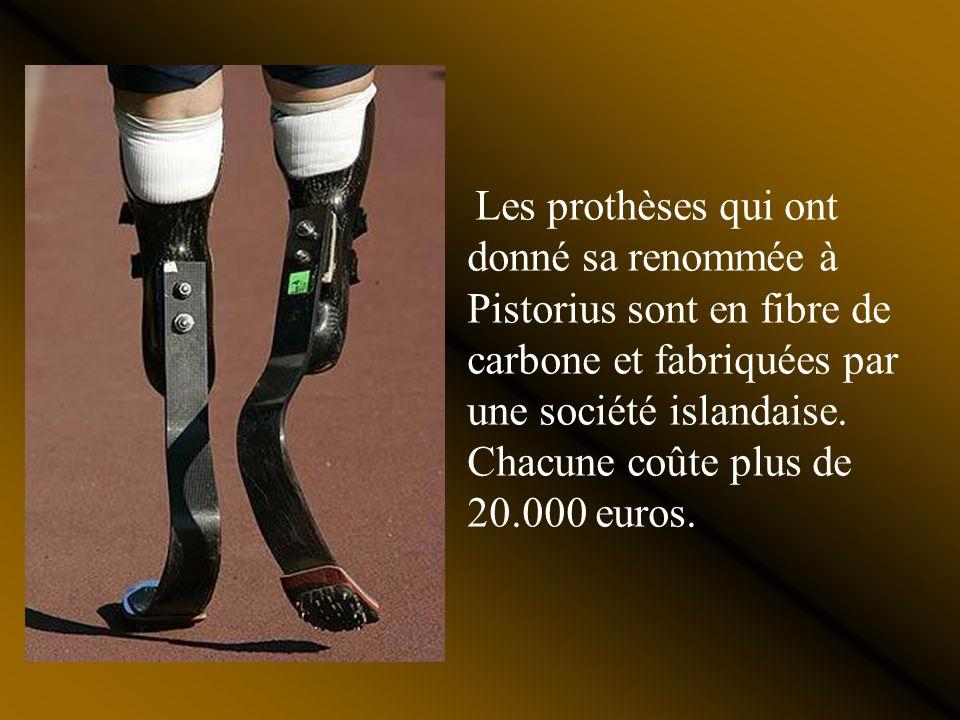 Les prothèses qui ont donné sa renommée à Pistorius sont en fibre de carbone et fabriquées par une société islandaise.