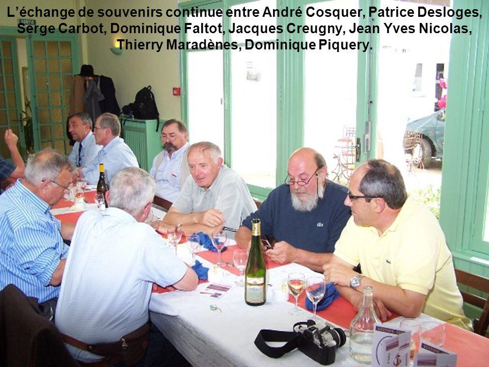 L'échange de souvenirs continue entre André Cosquer, Patrice Desloges, Serge Carbot, Dominique Faltot, Jacques Creugny, Jean Yves Nicolas, Thierry Maradènes, Dominique Piquery.