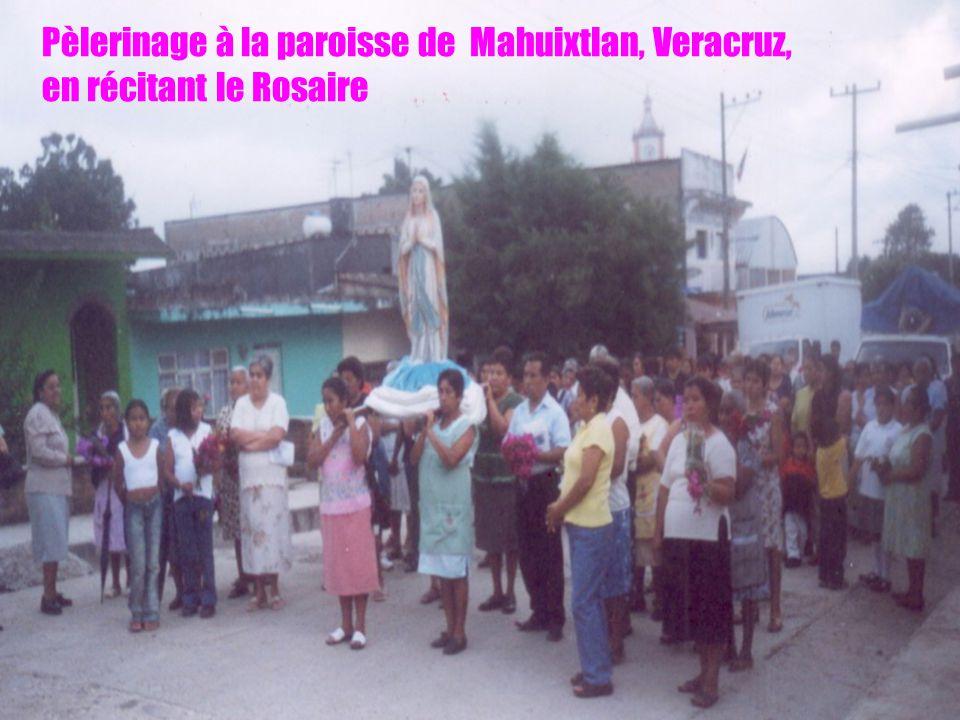 Pèlerinage à la paroisse de Mahuixtlan, Veracruz, en récitant le Rosaire