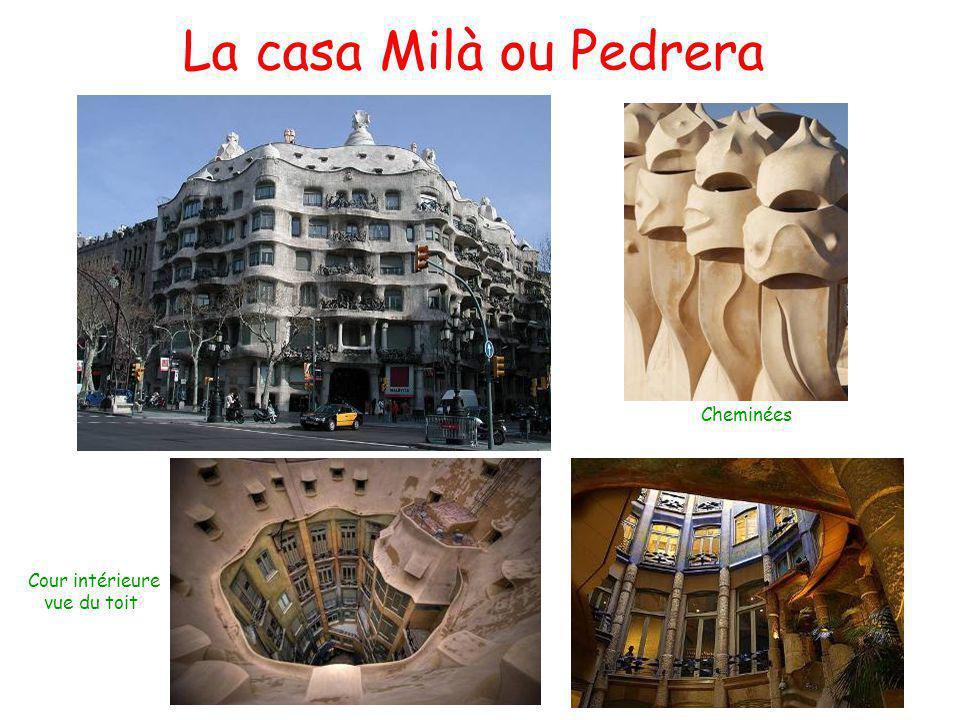 La casa Milà ou Pedrera Cheminées Cour intérieure vue du toit