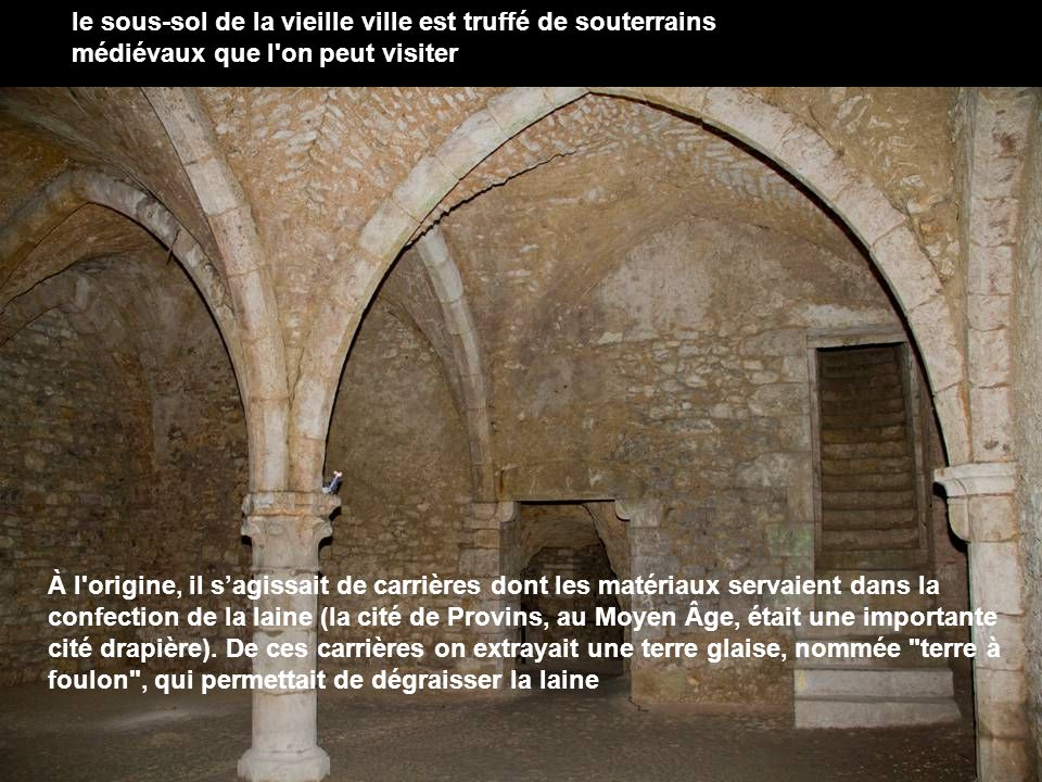 le sous-sol de la vieille ville est truffé de souterrains médiévaux que l on peut visiter