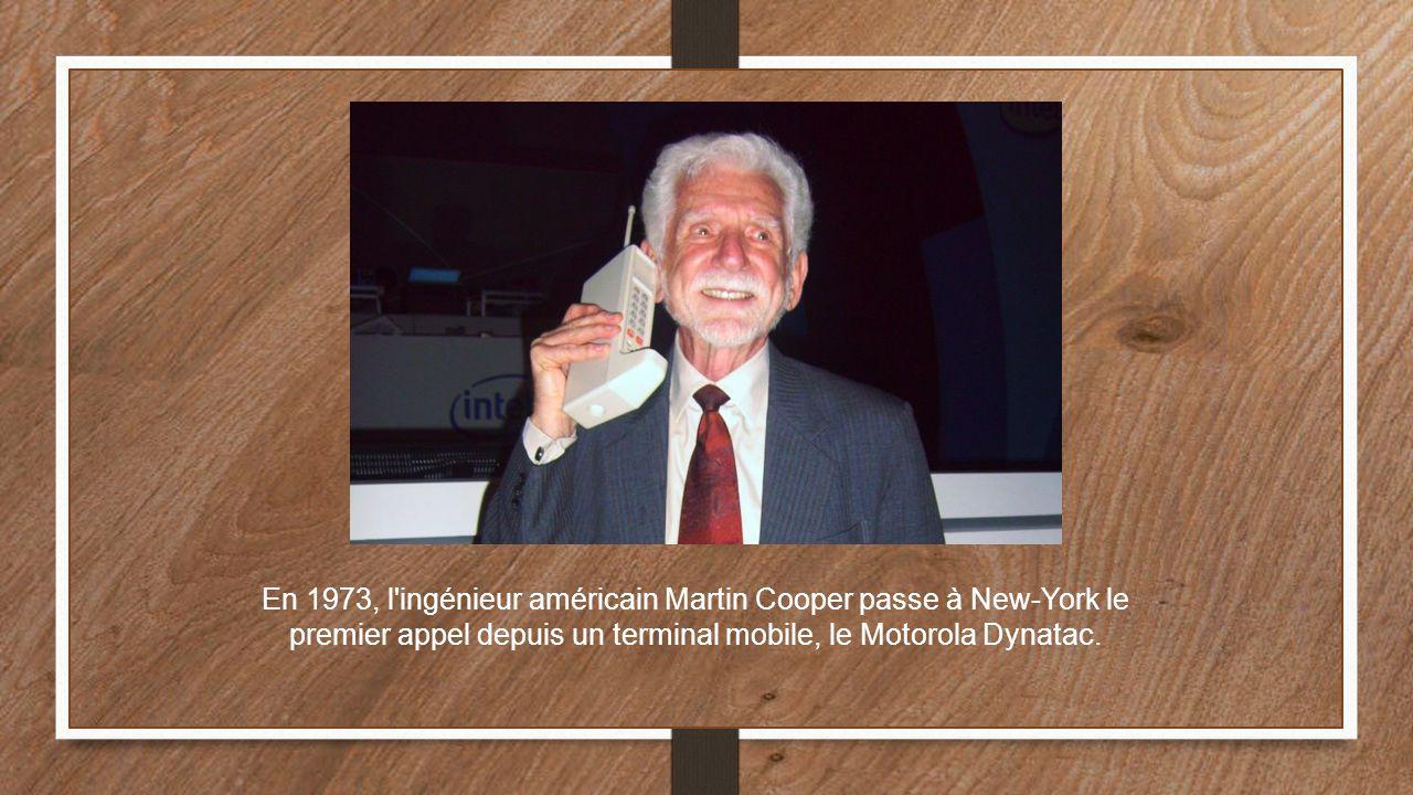 En 1973, l ingénieur américain Martin Cooper passe à New-York le premier appel depuis un terminal mobile, le Motorola Dynatac.