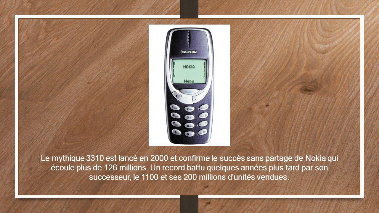 Le mythique 3310 est lancé en 2000 et confirme le succès sans partage de Nokia qui écoule plus de 126 millions.
