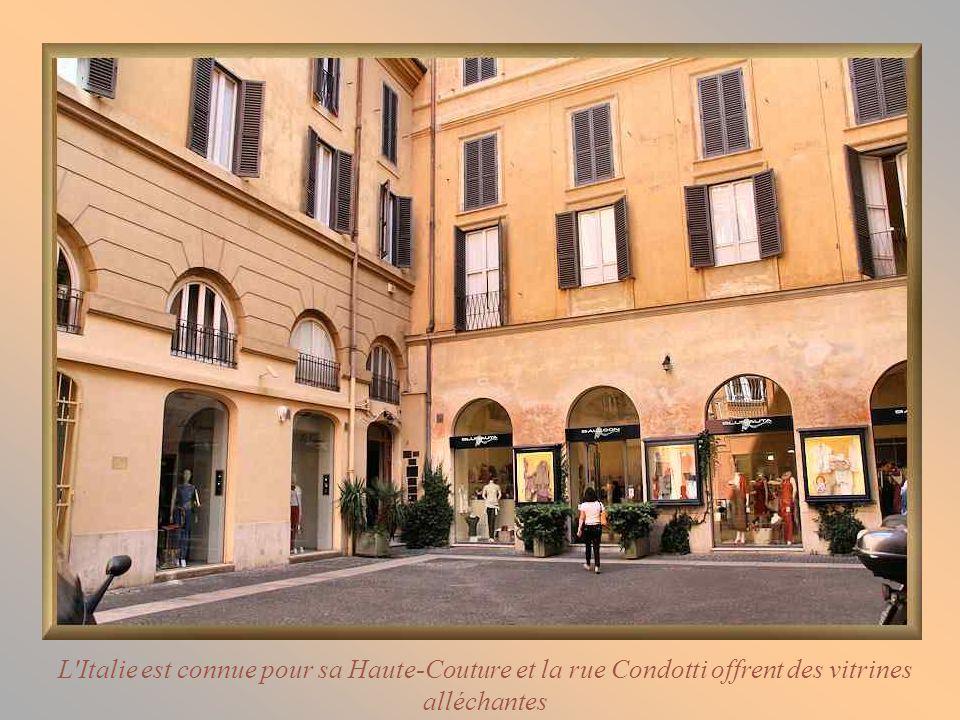 L Italie est connue pour sa Haute-Couture et la rue Condotti offrent des vitrines alléchantes