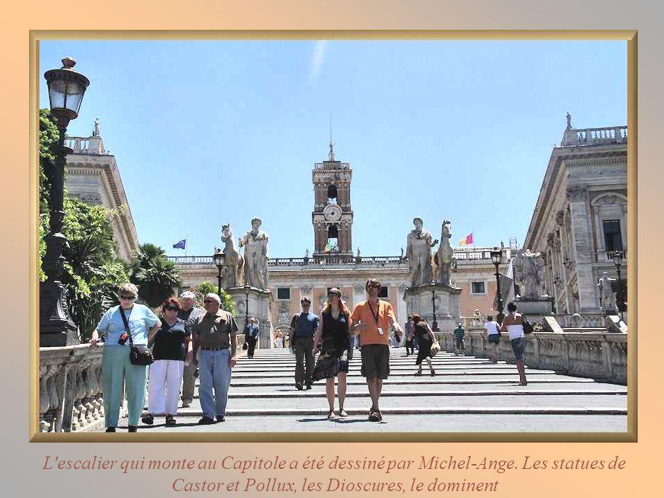 L escalier qui monte au Capitole a été dessiné par Michel-Ange