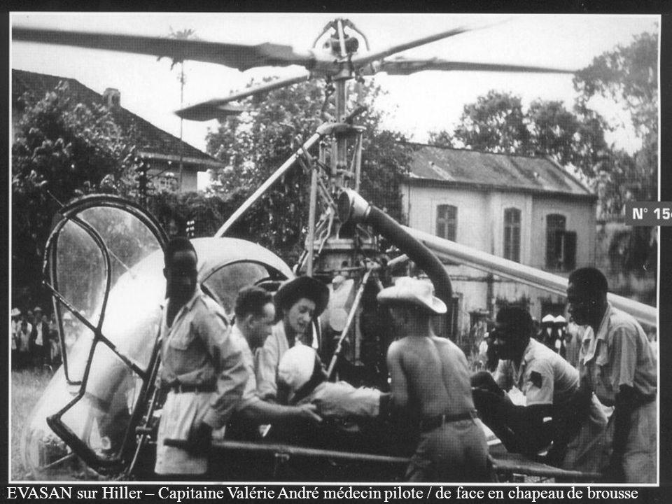 EVASAN sur Hiller – Capitaine Valérie André médecin pilote / de face en chapeau de brousse