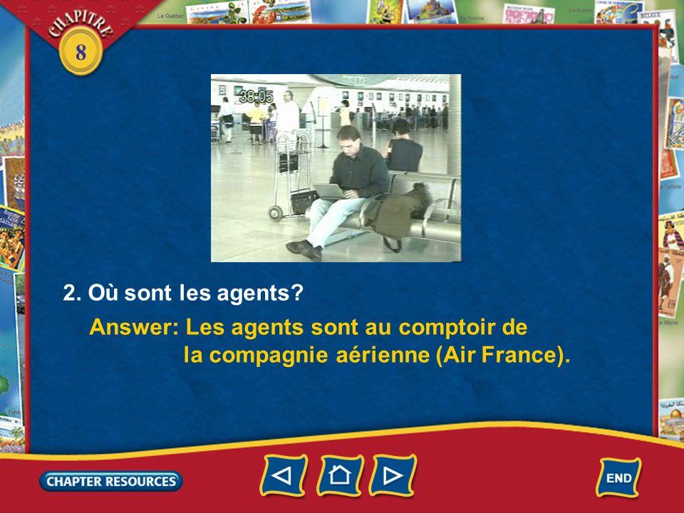 2. Où sont les agents Answer: Les agents sont au comptoir de la compagnie aérienne (Air France).