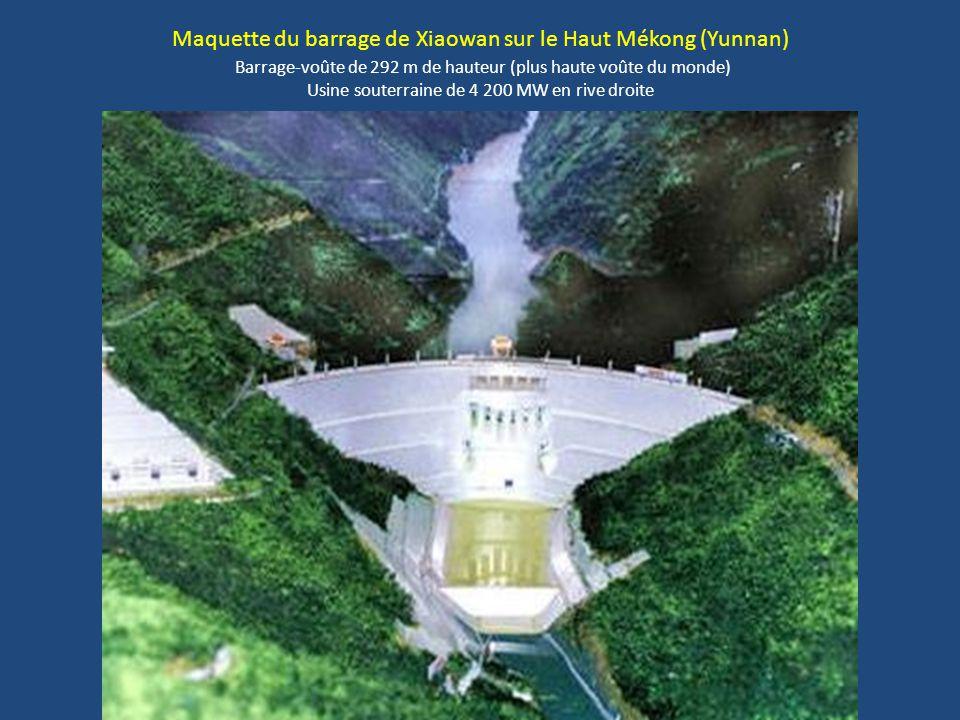 Maquette du barrage de Xiaowan sur le Haut Mékong (Yunnan) Barrage-voûte de 292 m de hauteur (plus haute voûte du monde) Usine souterraine de 4 200 MW en rive droite