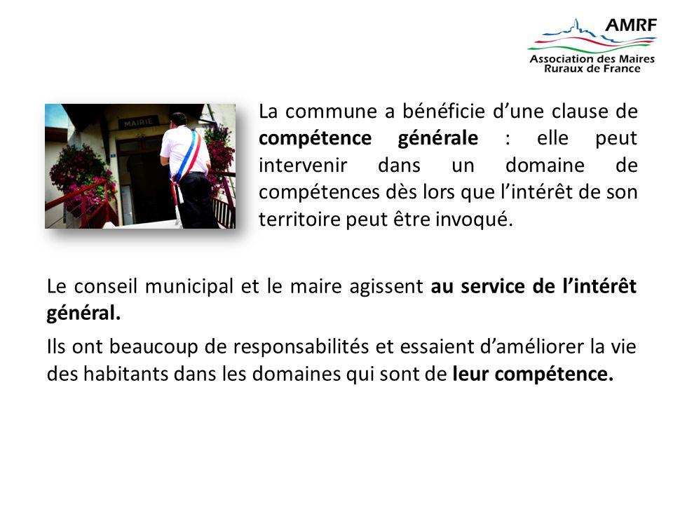 La commune a bénéficie d'une clause de compétence générale : elle peut intervenir dans un domaine de compétences dès lors que l'intérêt de son territoire peut être invoqué.