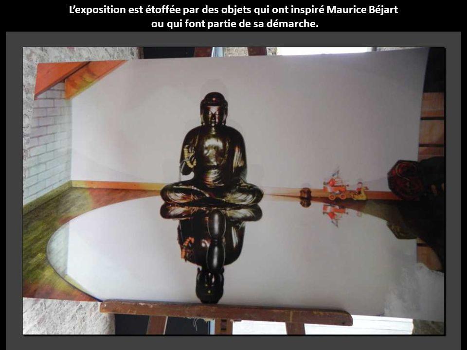 L'exposition est étoffée par des objets qui ont inspiré Maurice Béjart