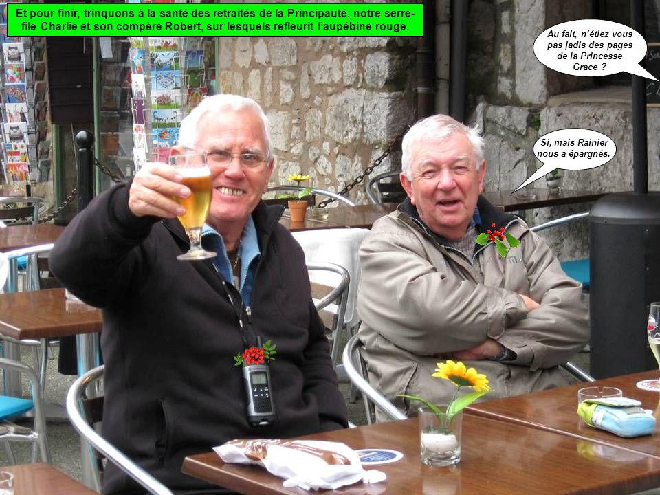 Et pour finir, trinquons à la santé des retraités de la Principauté, notre serre-file Charlie et son compère Robert, sur lesquels refleurit l'aupébine rouge.