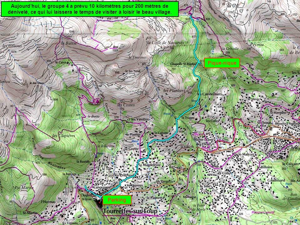 Aujourd'hui, le groupe 4 a prévu 10 kilomètres pour 200 mètres de dénivelé, ce qui lui laissera le temps de visiter à loisir le beau village.