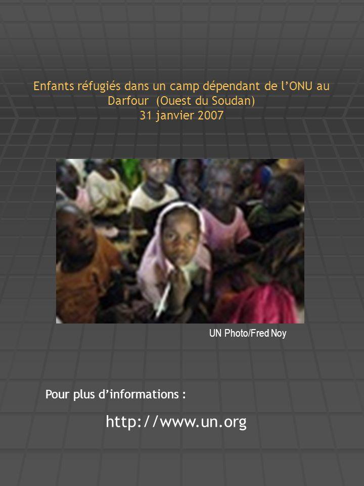 Enfants réfugiés dans un camp dépendant de l'ONU au Darfour (Ouest du Soudan) 31 janvier 2007
