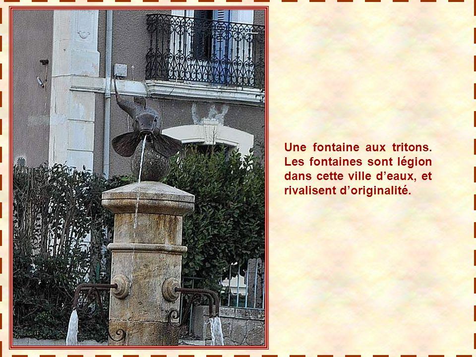Une fontaine aux tritons