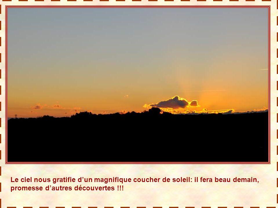 Le ciel nous gratifie d'un magnifique coucher de soleil: il fera beau demain, promesse d'autres découvertes !!!