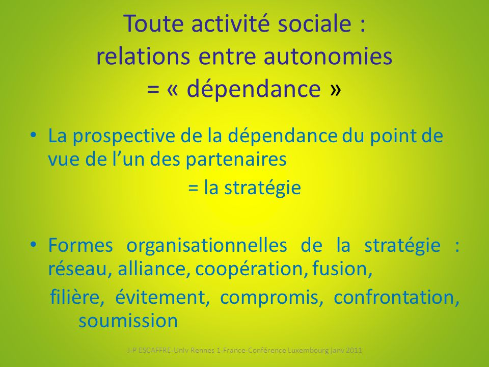 Toute activité sociale : relations entre autonomies = « dépendance »
