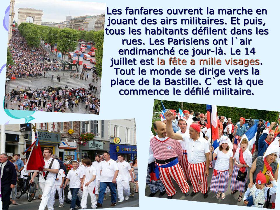 Les fanfares ouvrent la marche en jouant des airs militaires