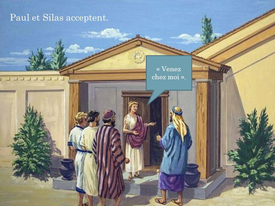 Paul et Silas acceptent.