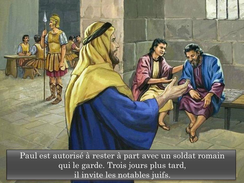 Paul est autorisé à rester à part avec un soldat romain qui le garde