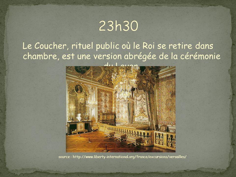 23h30 Le Coucher, rituel public où le Roi se retire dans chambre, est une version abrégée de la cérémonie du Lever.