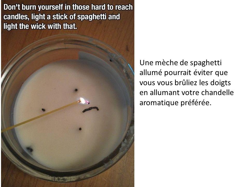 Une mèche de spaghetti allumé pourrait éviter que vous vous brûliez les doigts en allumant votre chandelle aromatique préférée.