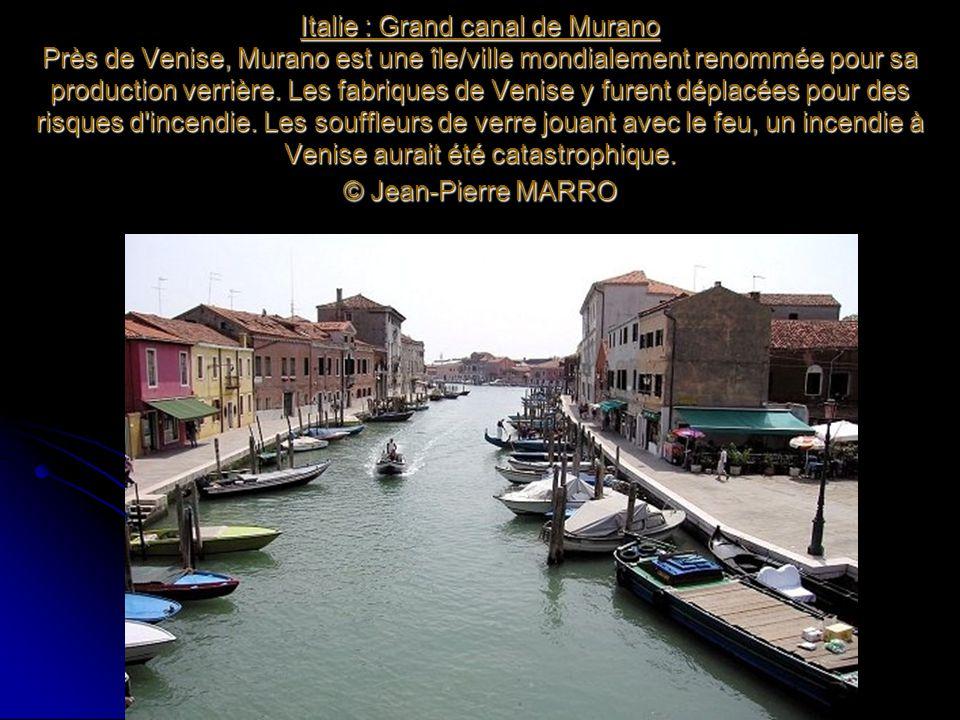 Italie : Grand canal de Murano Près de Venise, Murano est une île/ville mondialement renommée pour sa production verrière.
