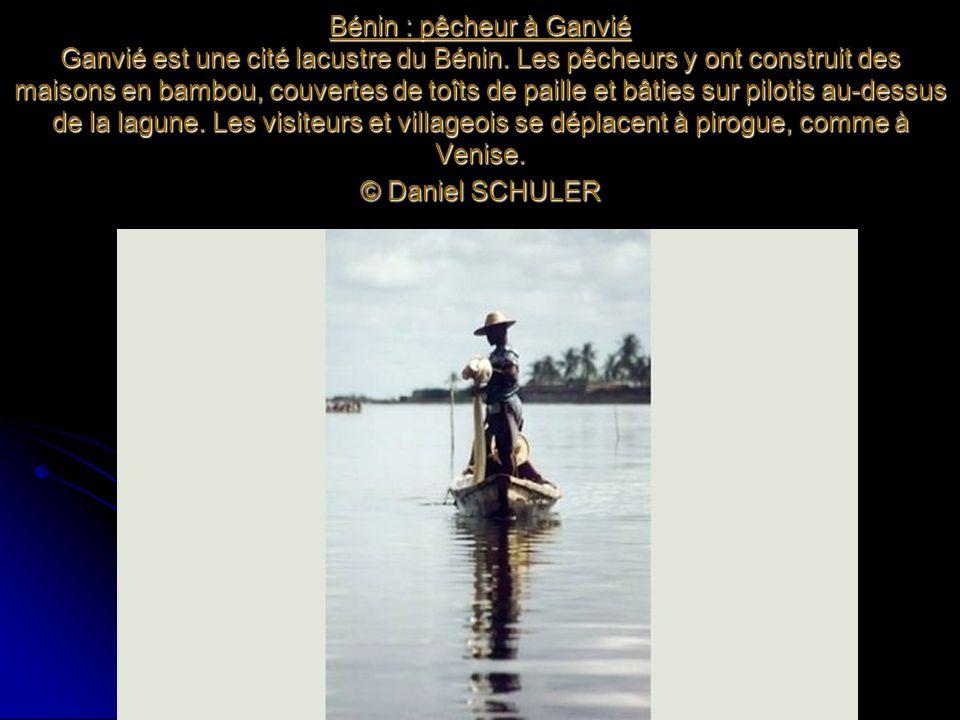 Bénin : pêcheur à Ganvié Ganvié est une cité lacustre du Bénin